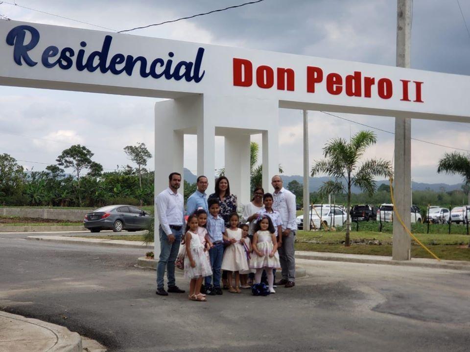 con la presencia de la Alcaldesa María Mercedes Ortiz, fue inaugurada la Urbanización Don Pedro II en Salcedo