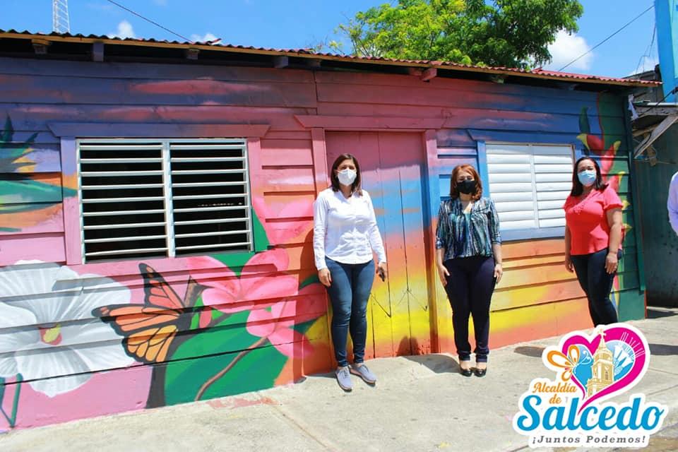 Develan en la comunidad de Villa Flor, un hermoso mural plasmado en una de sus viviendas