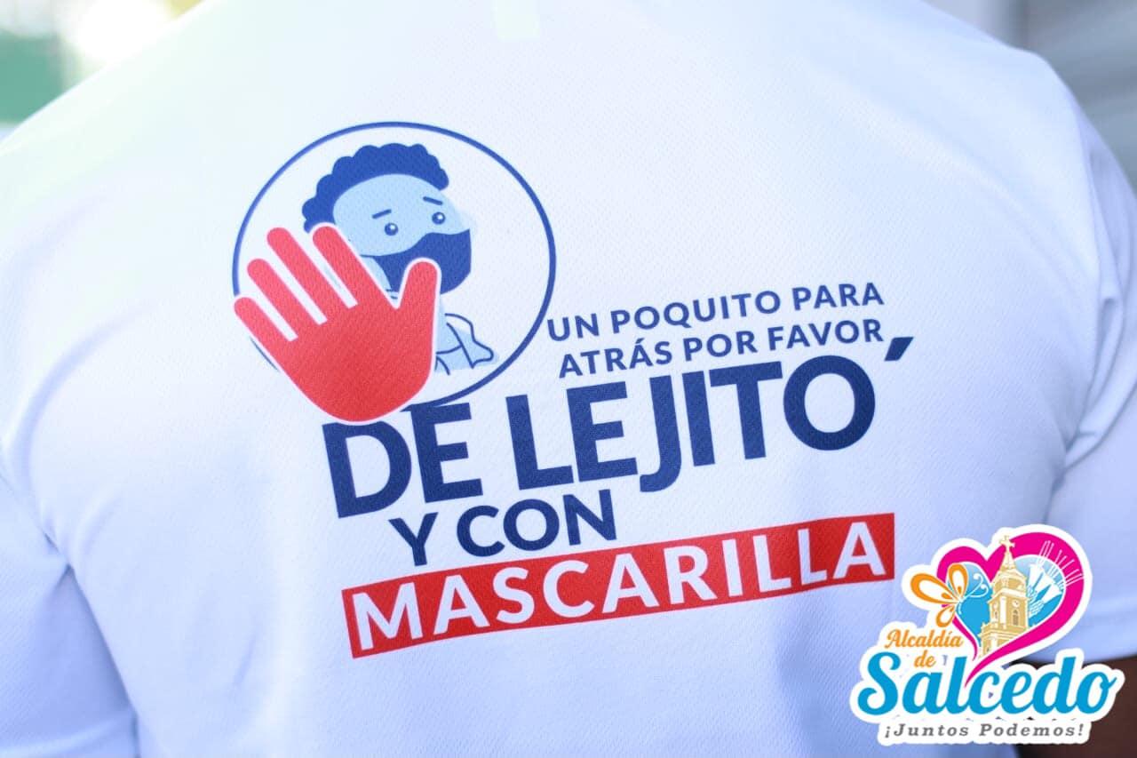 """""""De Lejito y con Mascarilla""""."""